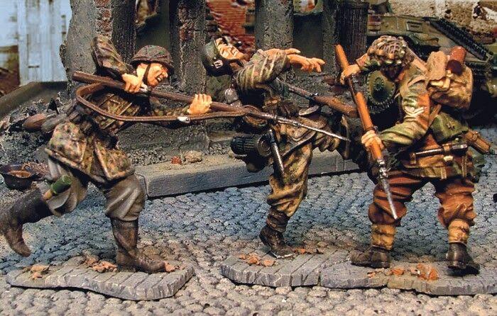 The Collectors Showcase AlleFemmed cs00265 9th armée Close Combat équipe Red Devil | Vogue