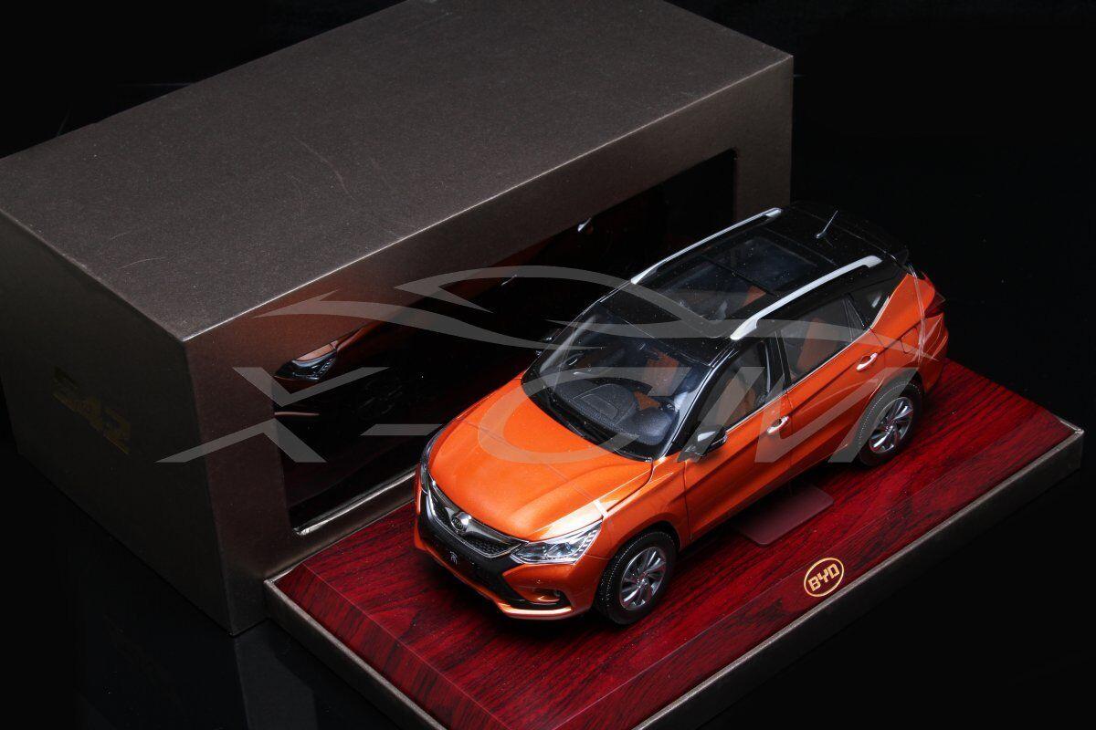 Modello AUTO DIECAST BYD CANZONE 1:18  Arancione & Nero  base in legno + REGALO