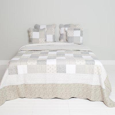 Sofabezüge Bettüberwürfe & Tagesdecken Clayre & Eef Tagesdecke Quilt Plaid Shabby Chic Landhausstil Grau/weiß Rosen