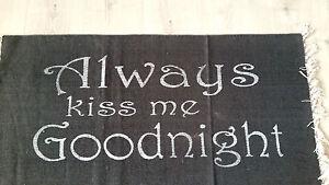Teppich-Always-Kiss-me-Goodnight-Schwarz-Weiss-Modern-Landhaus-Boden-Laeufer-135cm