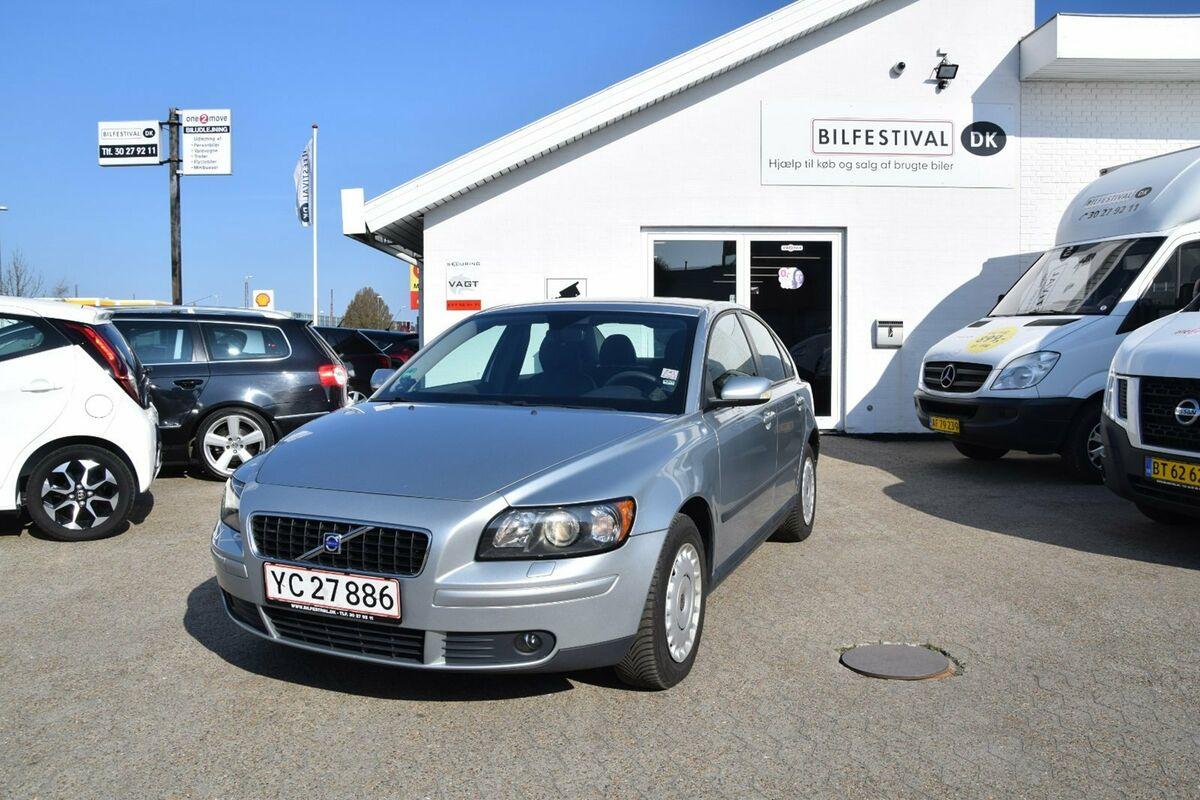 volvo s40 1 8 benzin model r 2006 km k b og. Black Bedroom Furniture Sets. Home Design Ideas