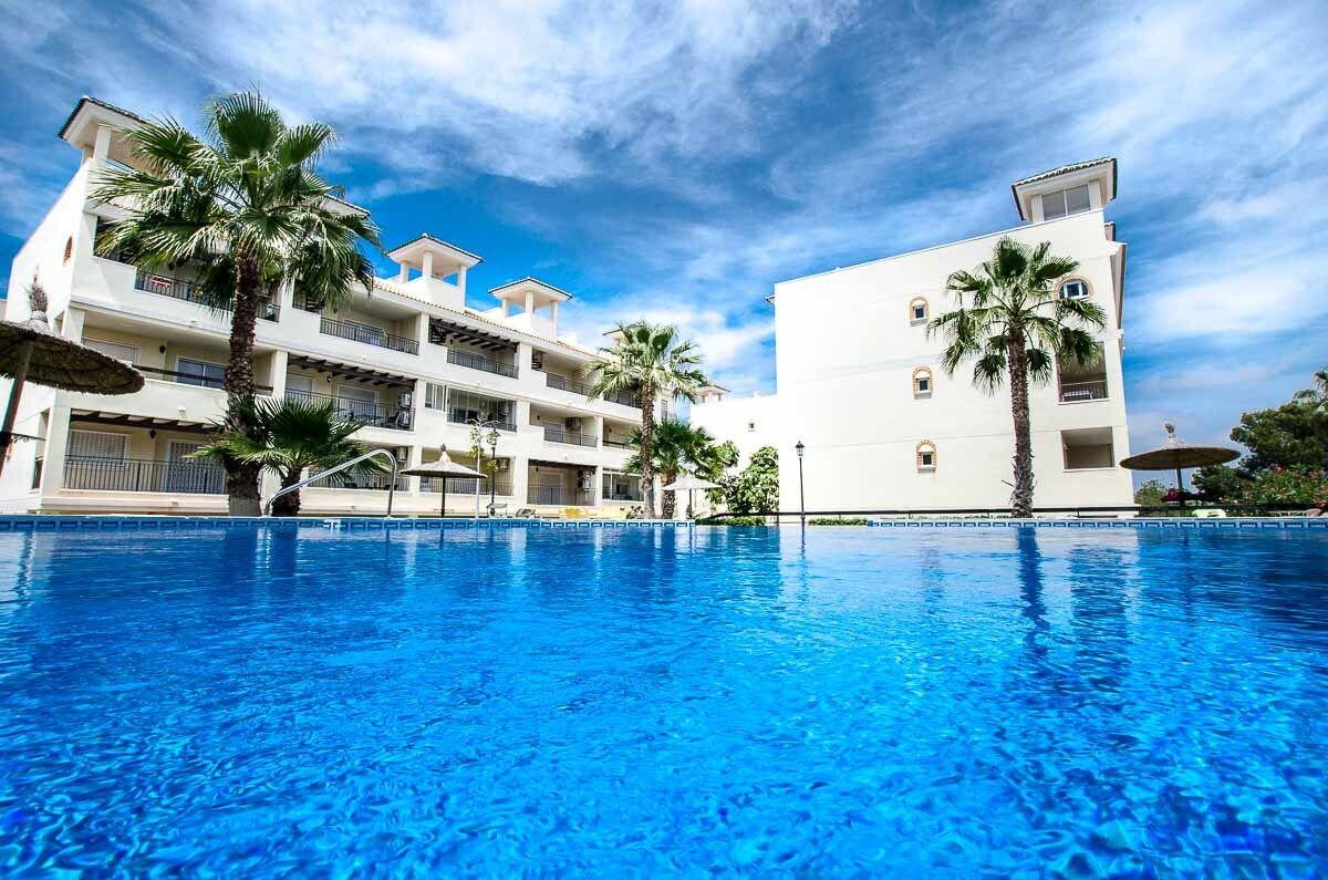 Costa Blanca South: 2 Bed / 2 Bathroom G/F Luxury Apartment -...