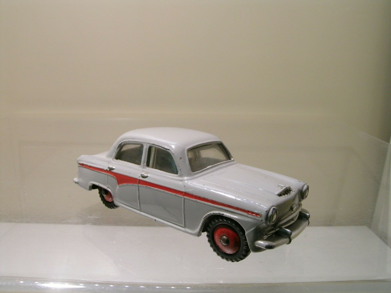 DINKY TOYS UK 176 AUSTIN A105 SALOON PALE gris BODY   rouge LINE 1959 SCALE 1 43