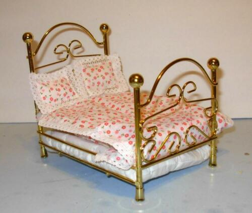 BRASS BED WITH BEDDING  DOLLHOUSE FURNITURE SUPER SPECIAL