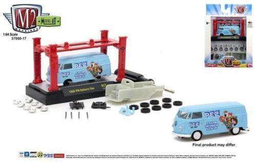 M2 Machines Model Kit Auto-Lift 37000-17P 1960 Volkswagen Delivery Van PEZ 1//64