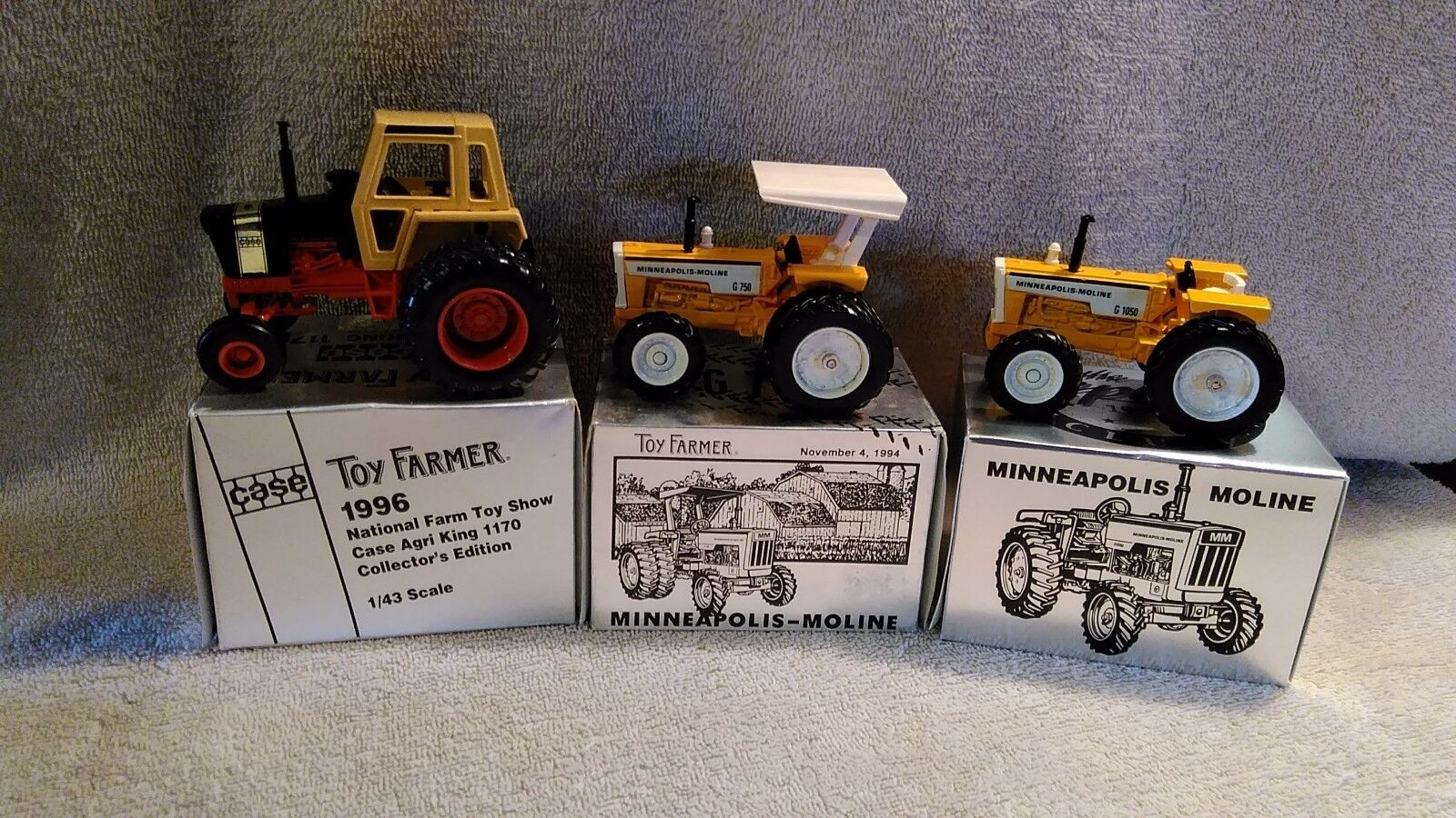 nelle promozioni dello stadio Lot of 3 Ertl 1 1 1 43 Case Agri re 1170, Minneapolis Moline G750 & G1050 Tractors  wholesape economico