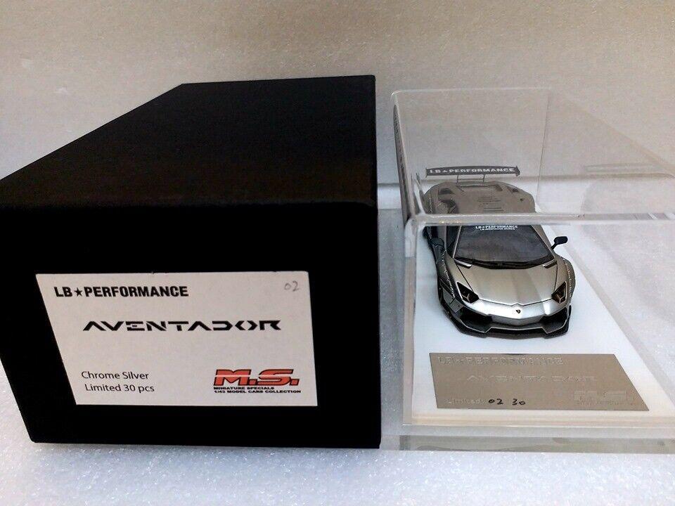 Davis & Giovanni 1 43 LB Perforhommece Aventador avec Display  Case  MS43078  contre authentique