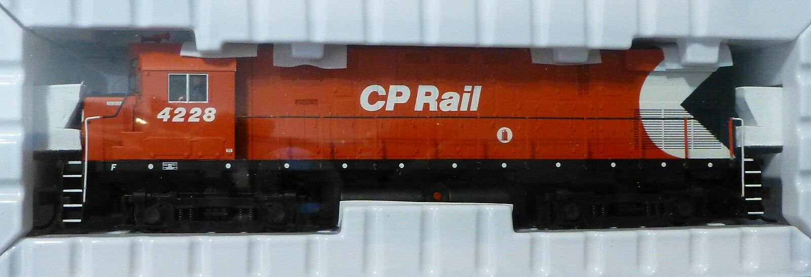 Atlas Ho  10001369 Canadian Pacific wdcc Rd  4228 Alco C424 fase 3 wlate Cp -