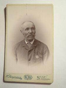Saaz-alter-Mann-im-Anzug-mit-2-Orden-Portrait-CDV