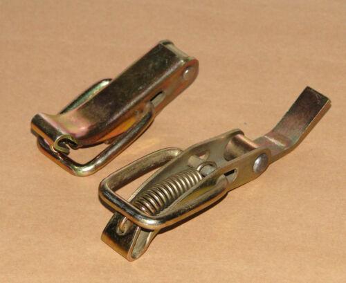 2x Klammern Verschluß-Spanner für Deckel bzw Motorhaube vom Schlepper Traktor