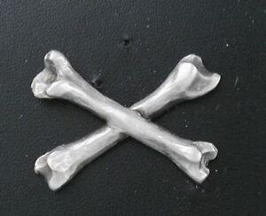 Cross-Bones-1-Lapel-Pin