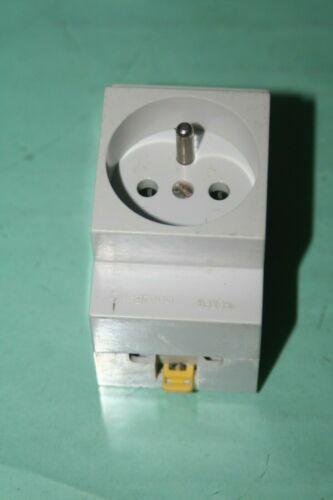 Prise modulaire 2p+T  legrand 03235