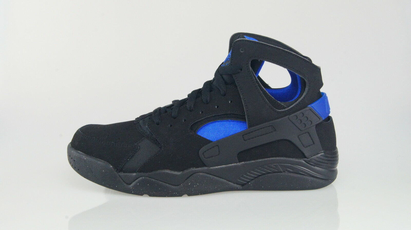 NIKE AIR FLIGHT HUARACHE Size 44 (10US)