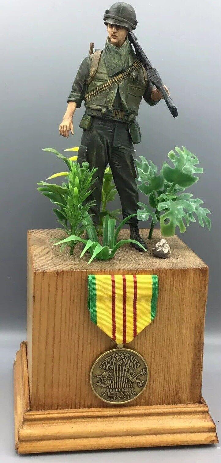 apresurado a ver Medalla de servicio de la la la guerra de Vietnam montada en pedestal & pintado a mano escala 1 6 soldado de Estados Unidos  marcas de diseñadores baratos
