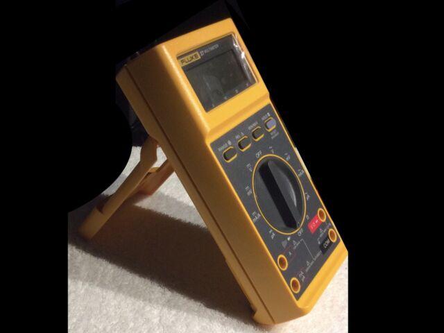 Fluke 27 FM Digital Multimeter w 80K High Voltage Probe Leads Hard Shell  Case