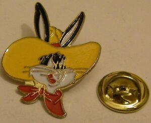 BUGS-BUNNY-with-yellow-COWBOY-hat-vintage-pin-badge