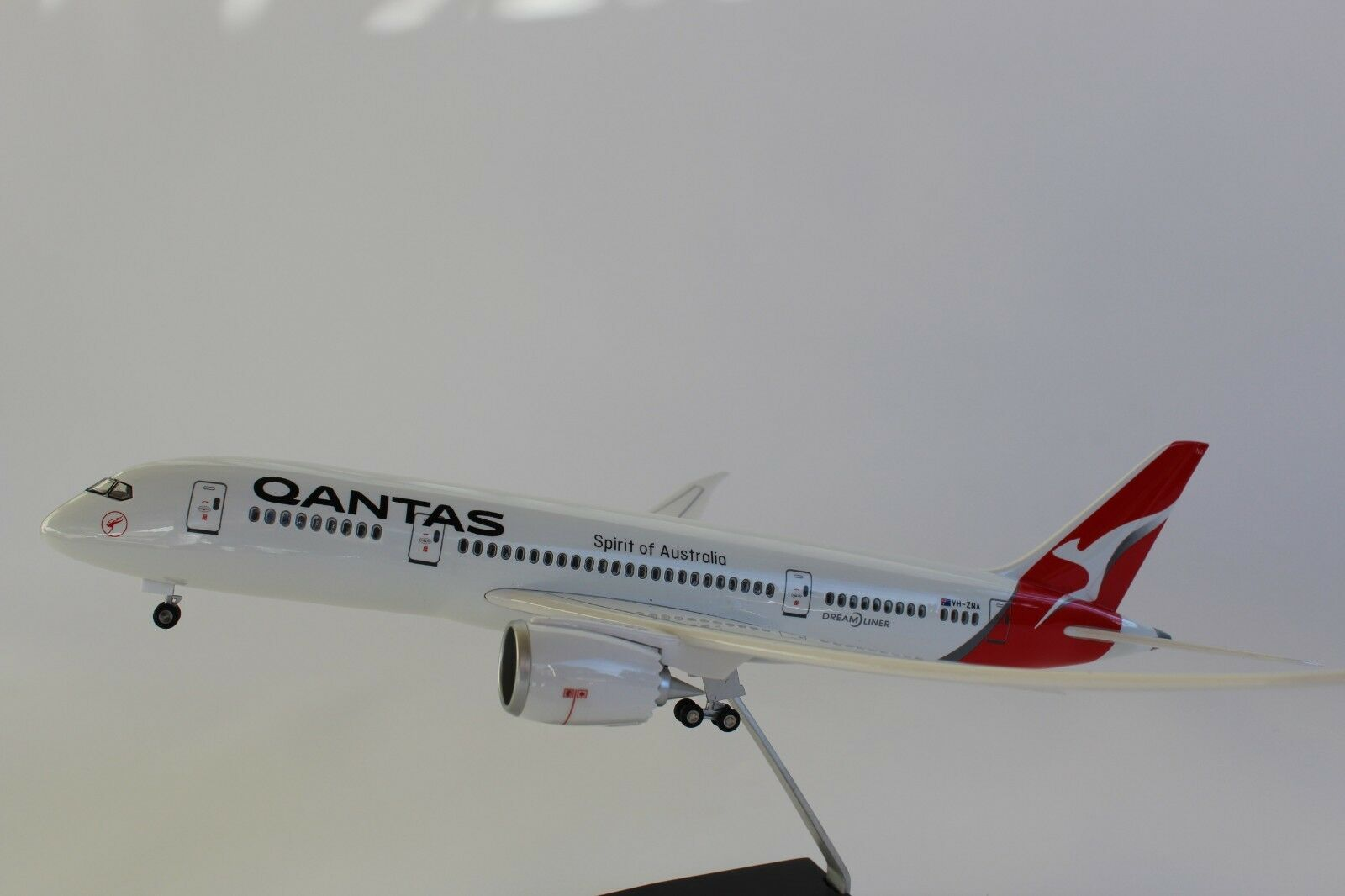 43cm QANTAS Dream liner Scale 1 130 BOEING 787 With light and Landing Gear