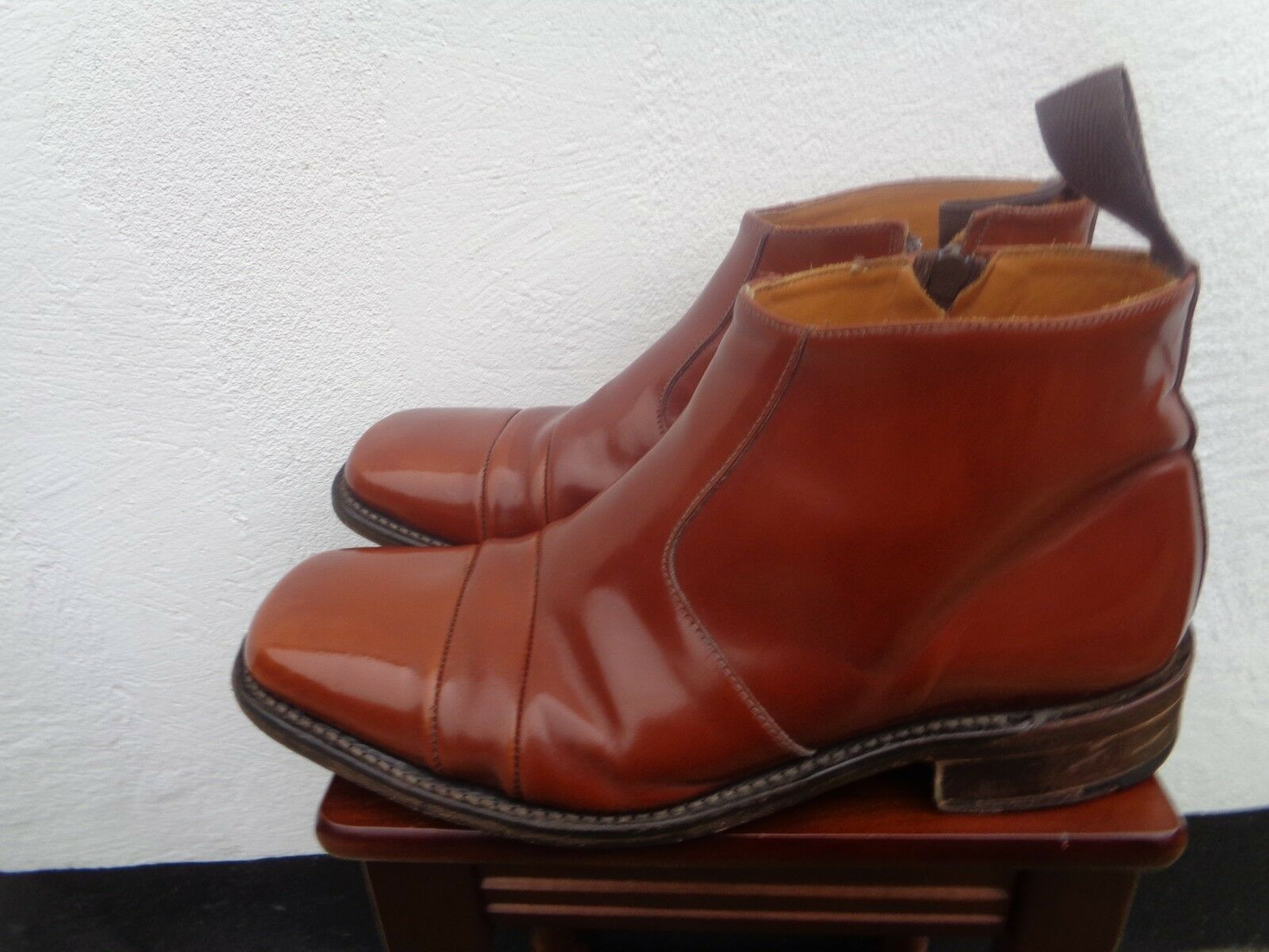 Lionheart made in England size 9 brown Chelsea boots