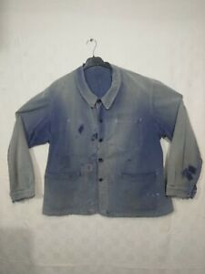 ancienne veste de travail bleue usée , patinée  / C 318