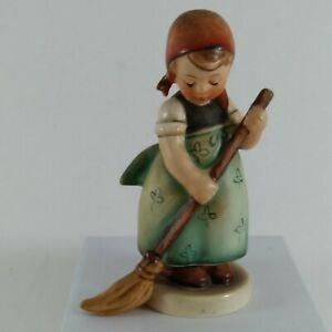 VINTAGE-Hummel-Figurine-Goebel-W-Germany-Little-Sweeper-171-TMK-4-4-5-034-tall