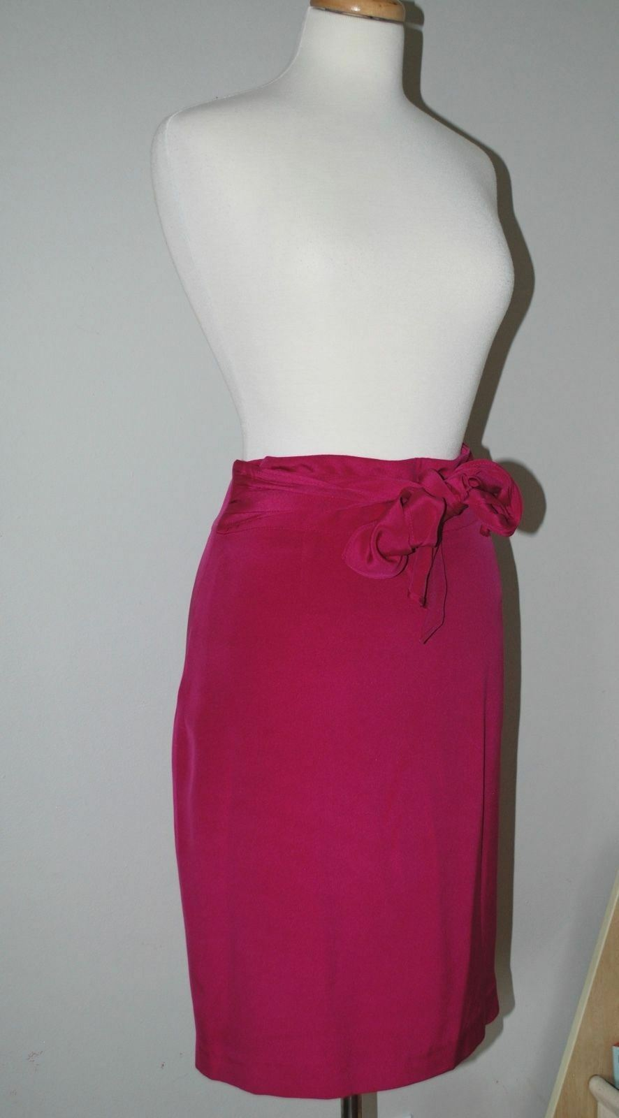 LOUBEN FUCHSIA PINK 100% SILK SKIRT - BOW IN THE FRONT - SIZE 10 STYLE 249-5794