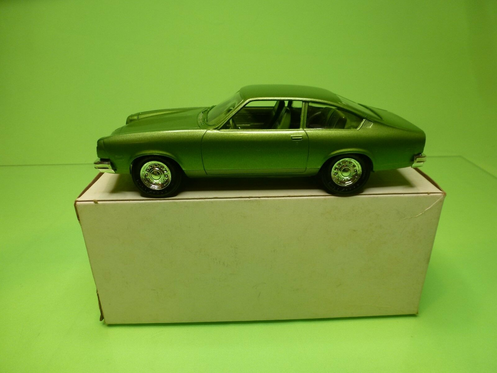 MPC  1:25  PROMO - CHEVROLET VEGA 1976 LIME GREEN   - GOOD CONDITION IN BOX