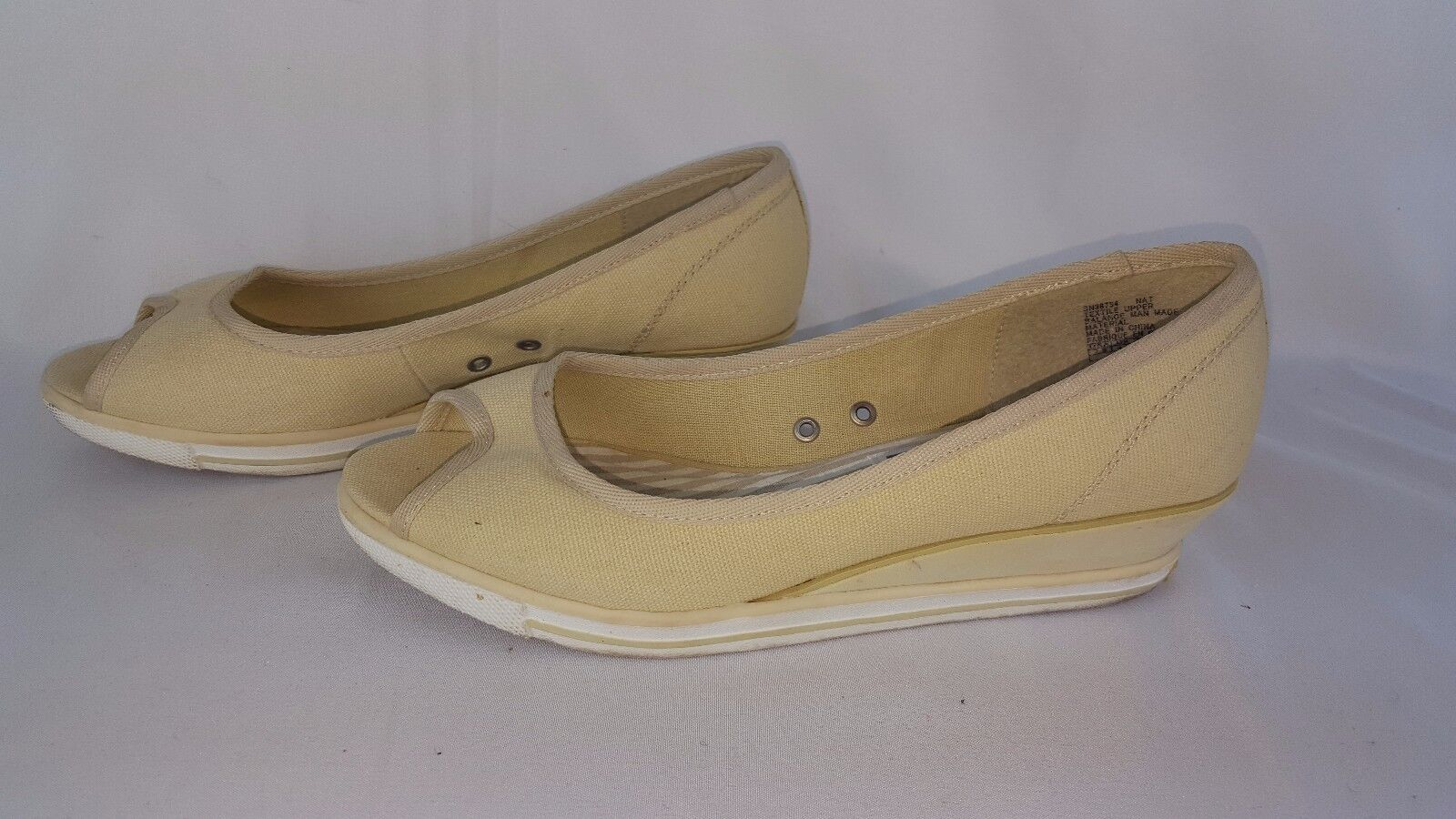 Skechers Cream Cali Slip On Canvas Shoes Women's size 7.5