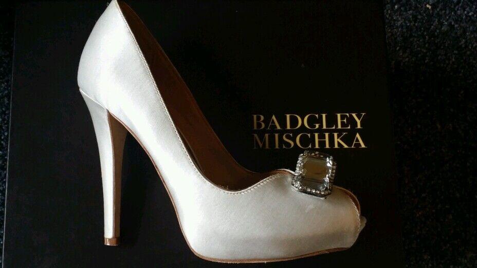 Badgley Mischka Elia Platform Pump White Satin Size 6 M Bridal Retail  245