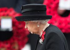 Queen Elizabeth II 10 x 8 UNSIGNED photo - P1006