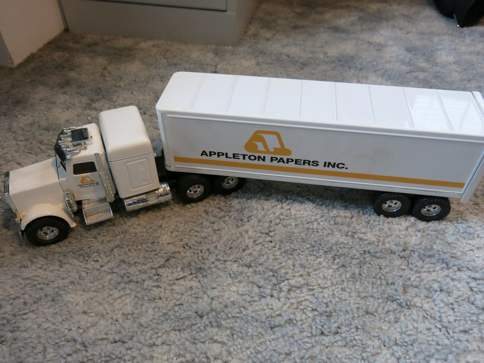APPLETON PAPERS ROARING SPRING STEEL TRACTOR TRAILER RIG EXCELLENT CONDITION