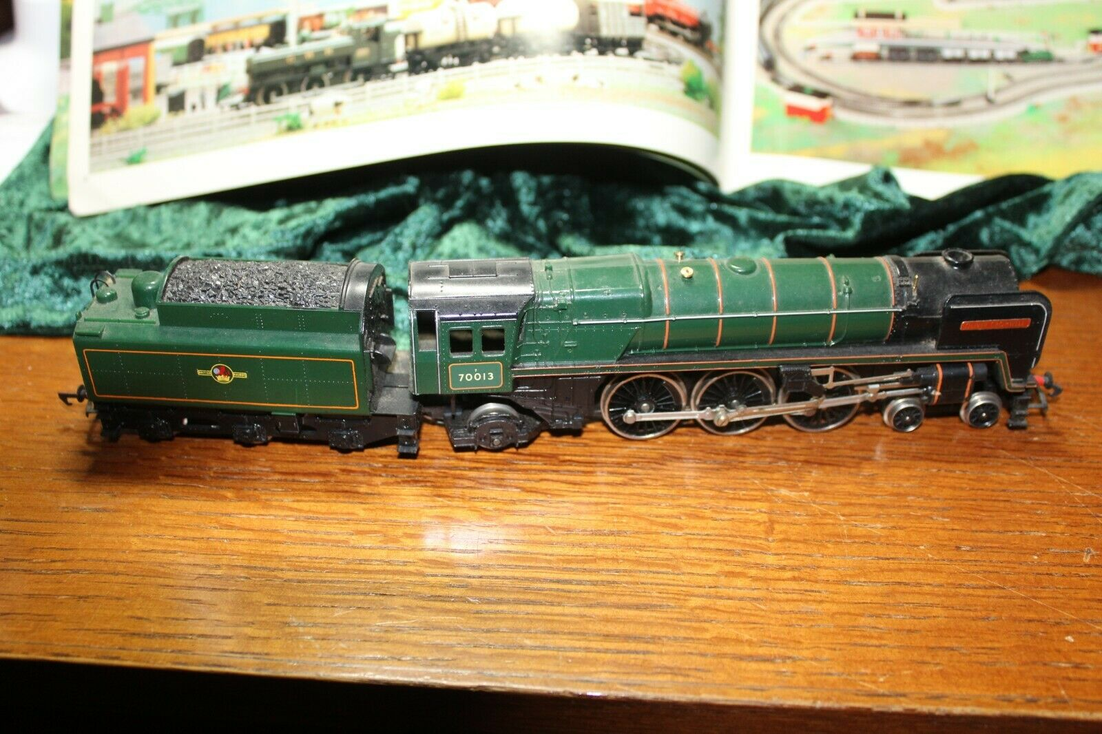 HORNBY OO HO Gauge 4-6-2 70013 Oliver Cromwell engine and tender, all good (1900