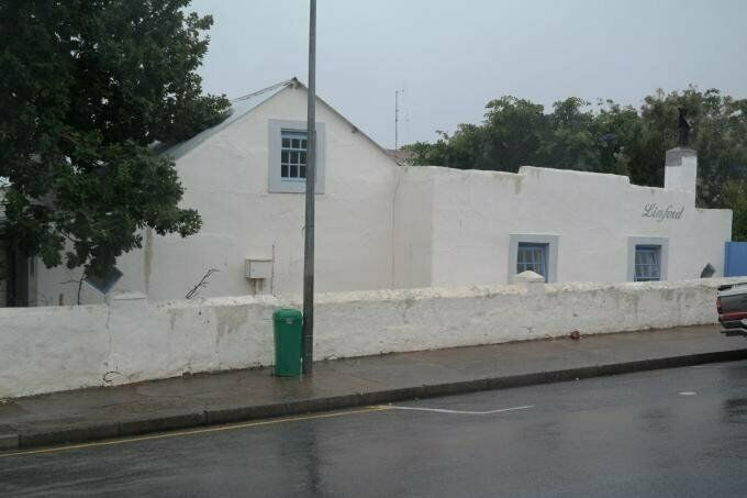 2 Bedroom with 1 Bathroom House For Sale in Bredasdorp Western Cape
