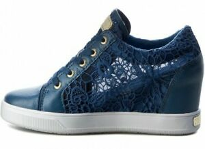 GUESS donna numero 41. Sneakers in pizzo blu con zeppa interna.