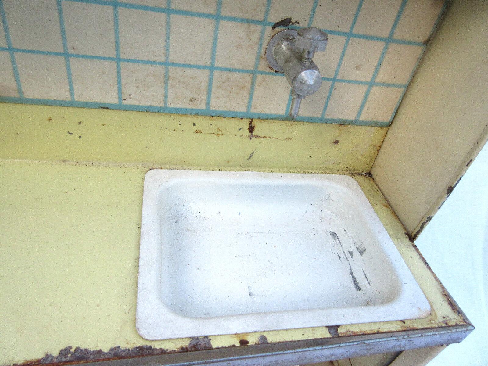 jouet ancien Cuisine tôle pêinte, placards, évier évier évier robinet avec eau, étagère 1950 5ae1f4