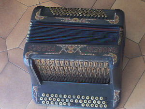 tres-Ancien-accordeon-Old-accordion-Maugein-Freres-piece-musee