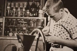 Disneyland-1960-Historic-Press-PHOTO-Upjohn-Pharmacy-Museum-Exhibit-Walt-Disney