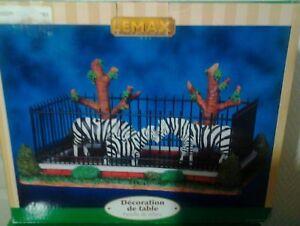 Les-zebres-en-cage-zebra-du-zoo-Lemax-de-village-de-noel-christmas