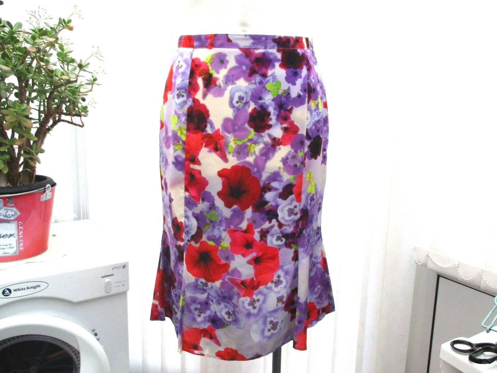 damsel in a dress ladies floral skirt sz 10 b.n.w.t.