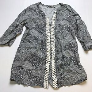 Isaac-Mizrahi-Live-Size-Medium-Black-White-Floral-Print-Tunic-Top-A899