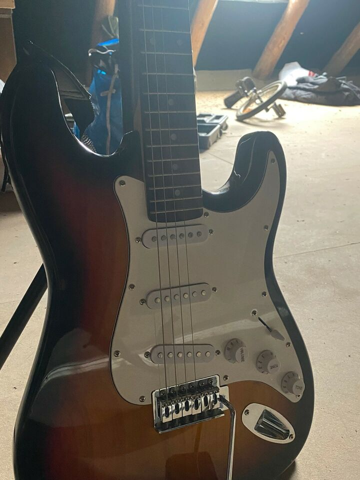 Guitar og 2 stativer