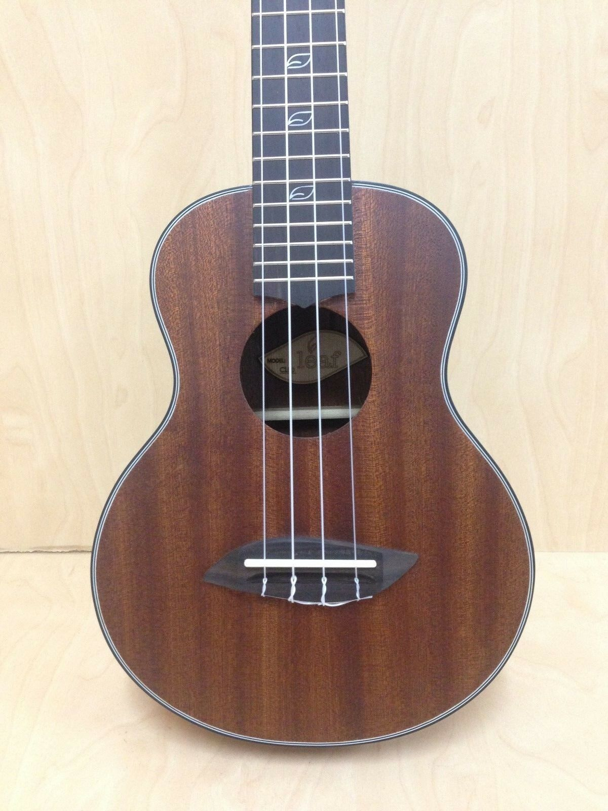 Leaf Series C100 All-Mahogany Concert Ukulele,Satin+10mm Padded Gig Bag(Grün)