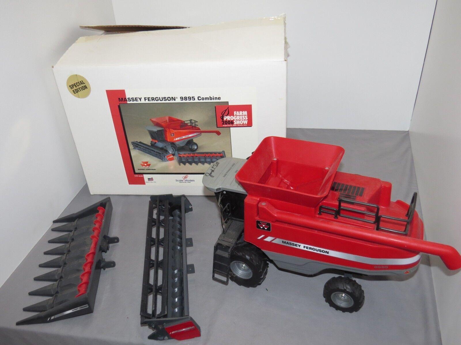 Massey Ferguson MF 9895 Toy Combine 1 24 Scale Models NIB 2006 Farm Progress