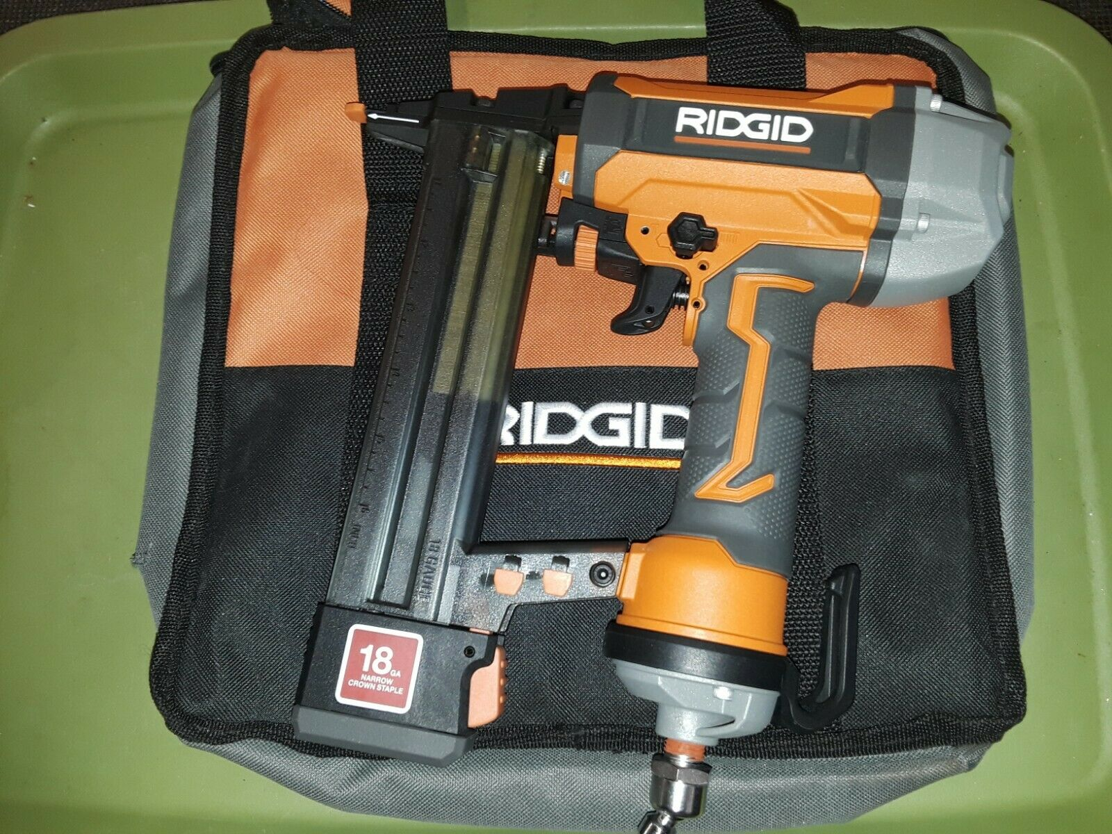 RIDGID R150FSF 18-Gauge 1.5'' Finish Stapler comes with a Bag - Dated 2018