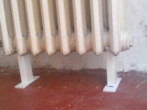 2 X pieds pour radiateurs en fonte 64mm diametre 125mm hauter