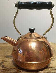 Vintage-Brass-Tea-Pot-Ornamental-Wooden-Handle-Made-In-Britain-Stamp
