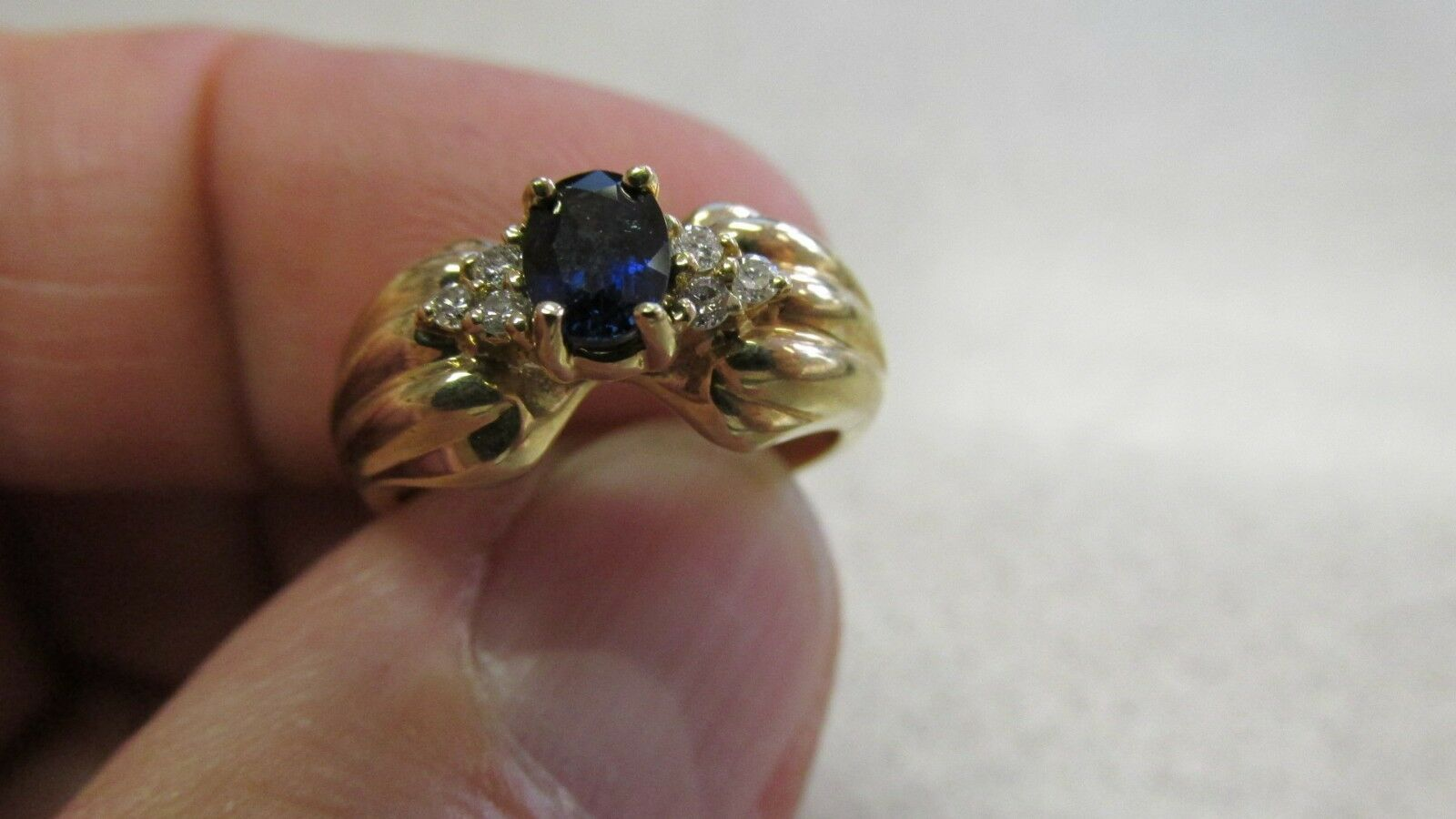 SAPPHIRE & DIAMOND RING  IN 14K  SIZE 6  NEW