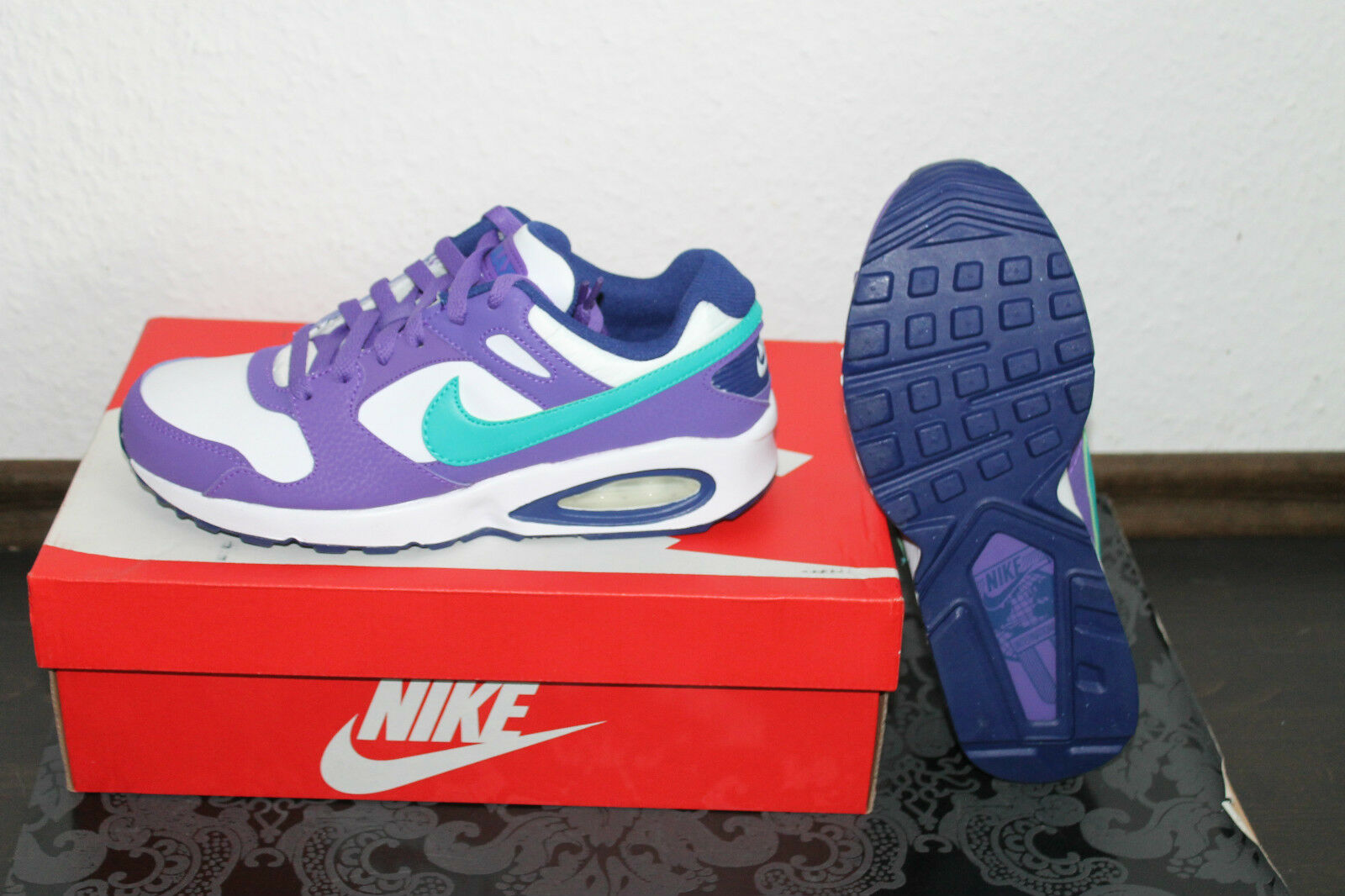 NIKE AIR MAX COLISEUM Chaussures de course blanc violet bleu taille 36,5 ou 38,5