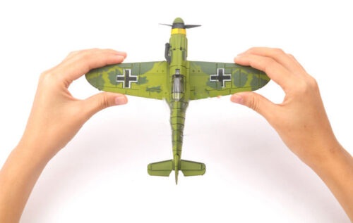1Pcs Random Color Bf-109 German WW2 Fighter Plastic Assemble Model Kit 1//48