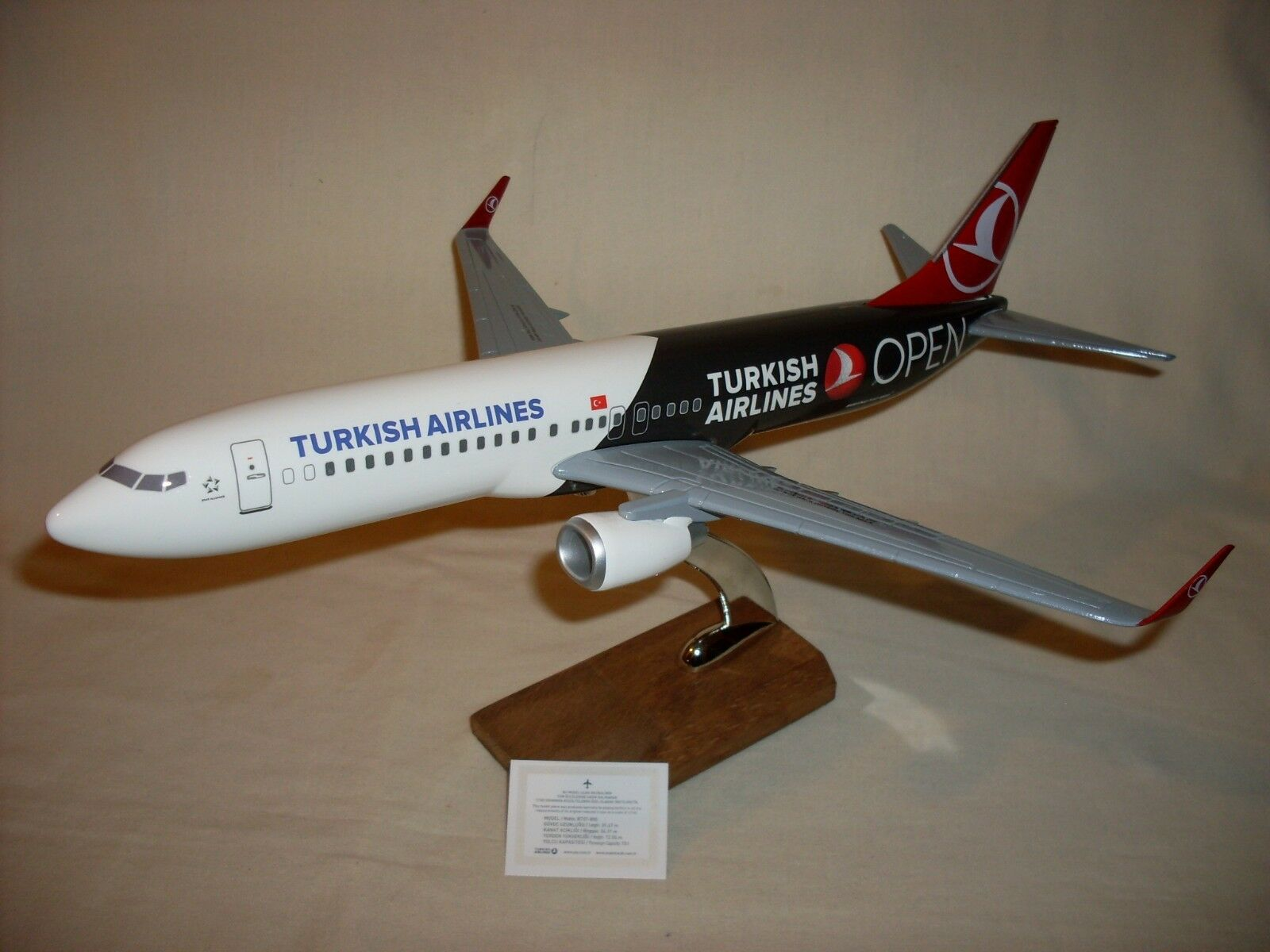 TURKISH AIRLINES  B737-800 PASSENGER PLANE (1 100 SCALE) NEW BOXED