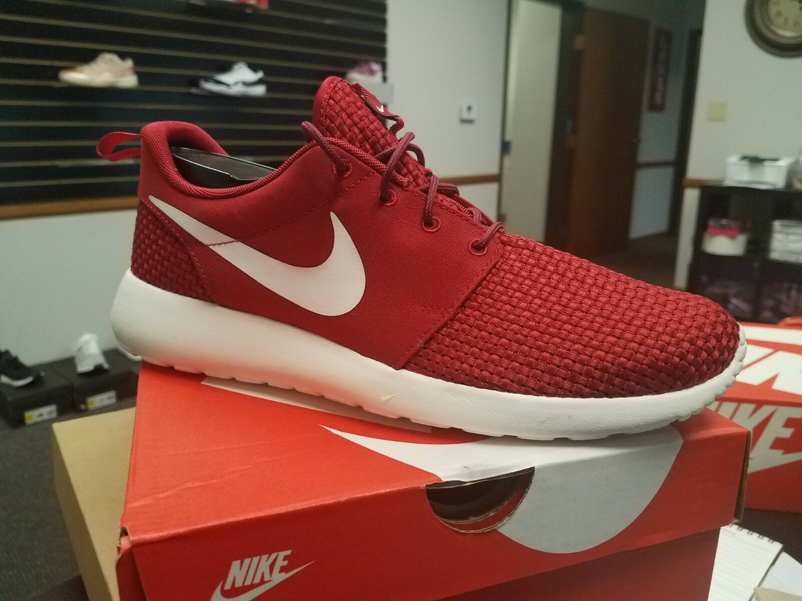 Brand New In Box Men's Running shoes Roshe One SE 844687-605 GYM TEAM RED